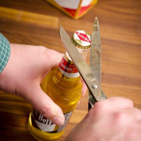 7 способів відкрити пляшку пива без відкривачки