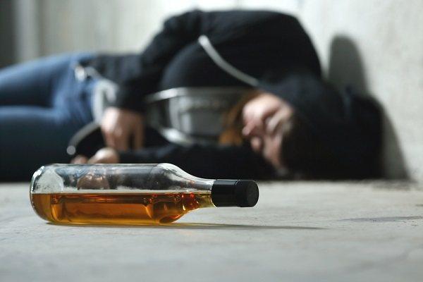 алкогольний галюциноз характеризується