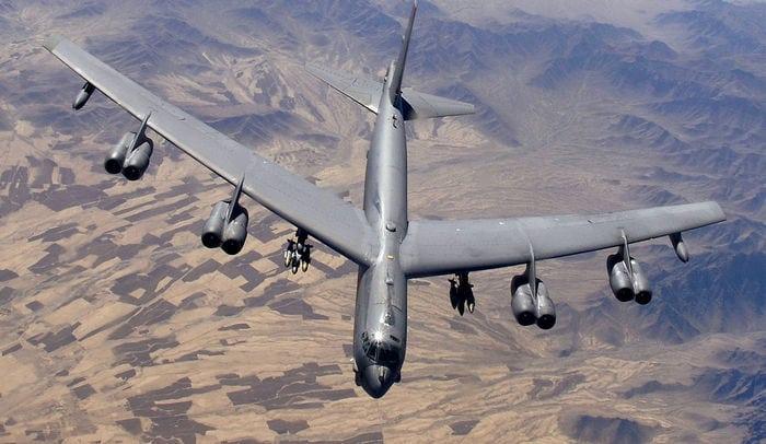 Б-52 в небі