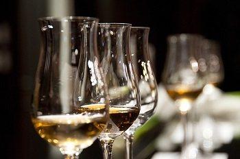 Біле і червоне італійське вино