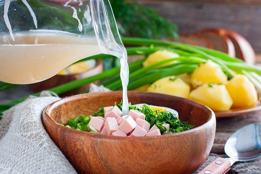 Білий квас часто використовують для приготування окрошки