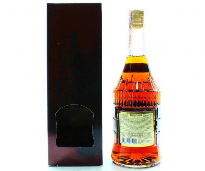 пляшка коньяку Вірменська фортеця
