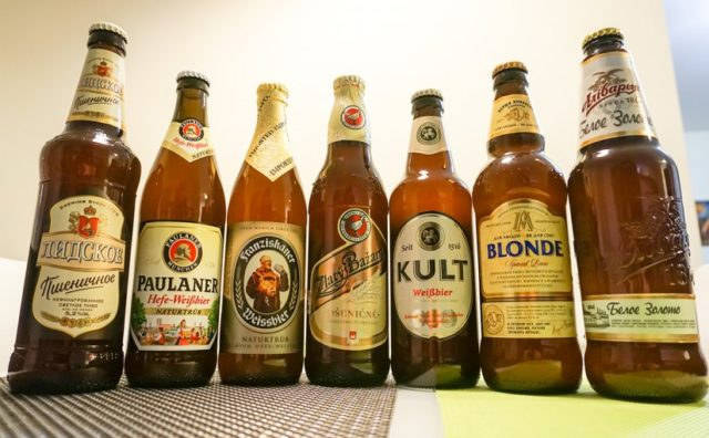 Пляшки з пшеничним пивом
