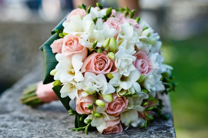 Букет цветов доставленных курьером