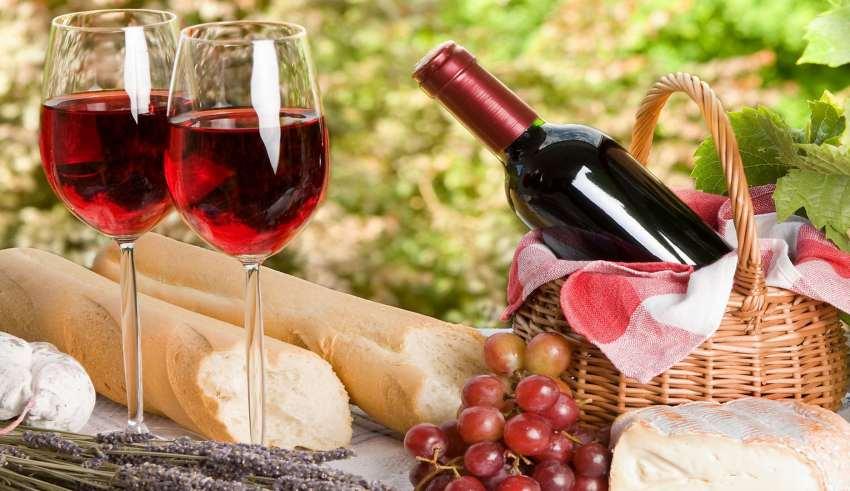 Чим відрізняється шампанське від ігристого вина?