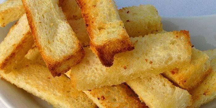 Часнікові грінкі з білого хліба