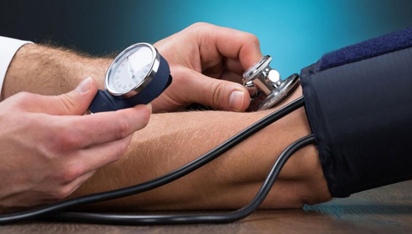 Высокое артериальное давление: симптомы и снижение в домашних условиях
