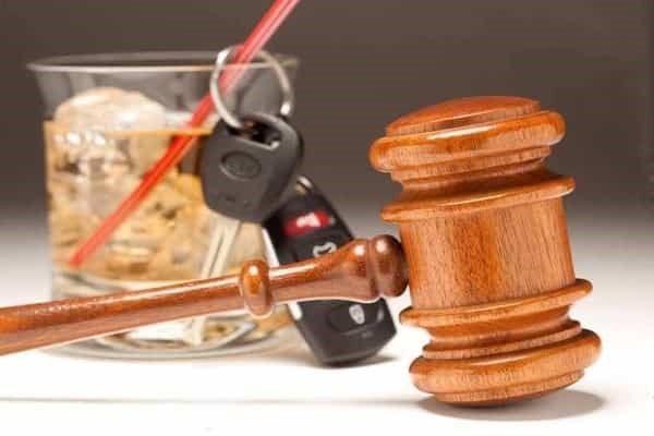 Якщо хмільний водій спробує виїхати з місця аварії, у нього заберуть права на певний час, випишуть штраф і, ймовірно, призначать адміністративний арешт