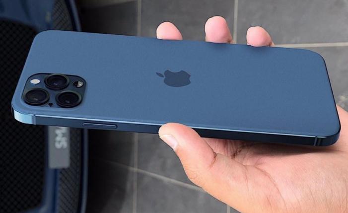Современная модель телефона Apple в руках мужчины