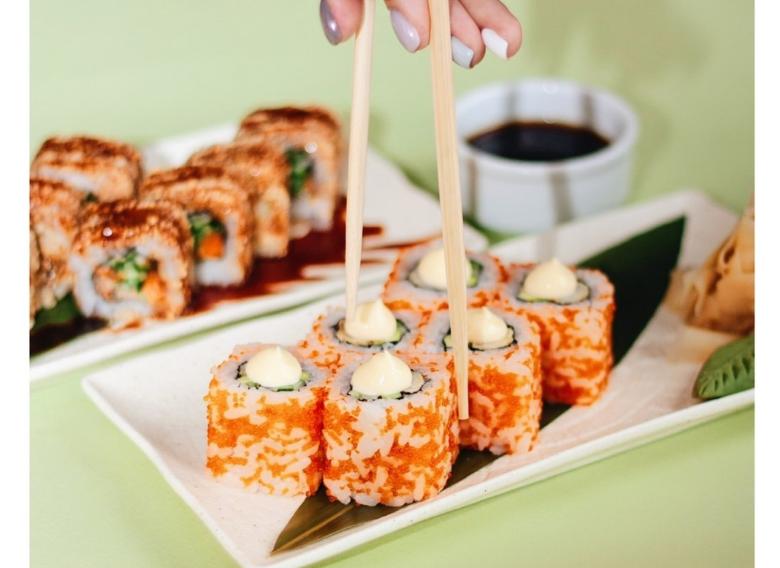 Нежные суши от поваров заведения Канарейка