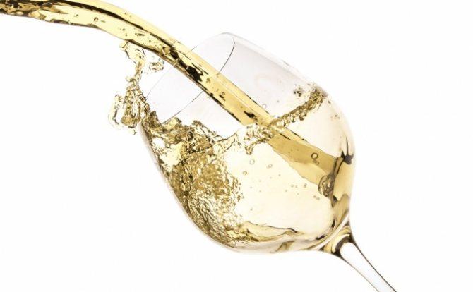 Як пити міцне вино?
