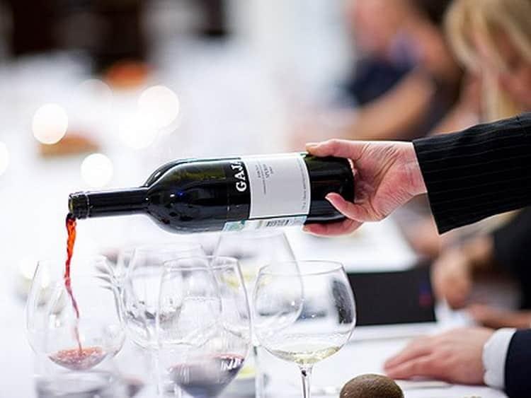 Як подають вино bordeaux