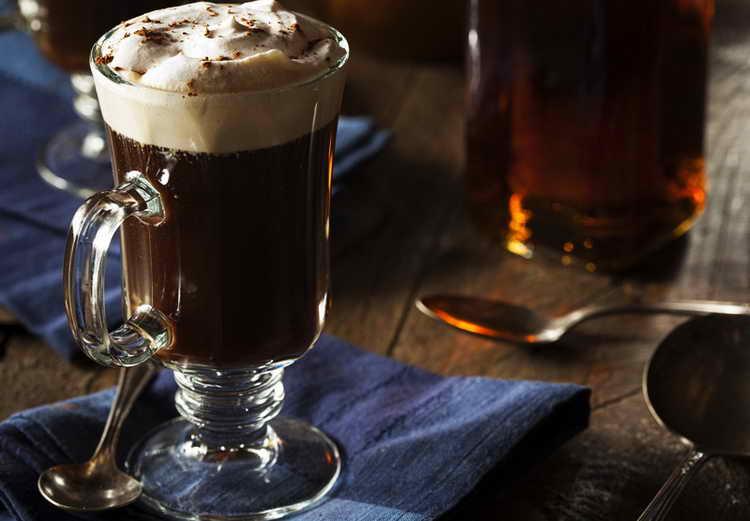який алкоголь додають в каву