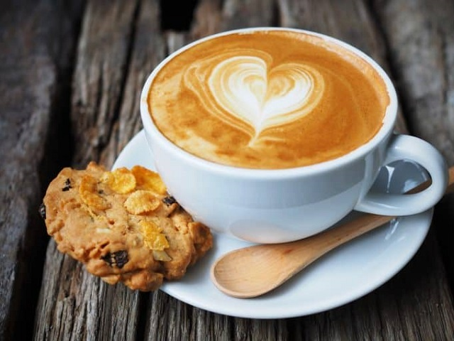 Ароматный кофе в чашке