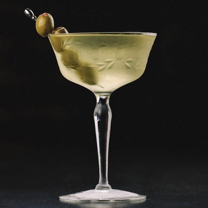 коктейль мартіні з оливкою