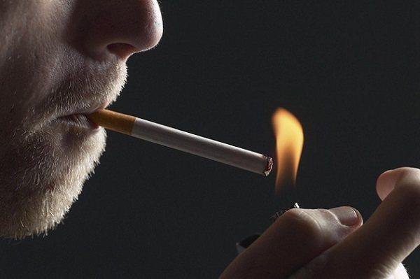 куріння сигарети