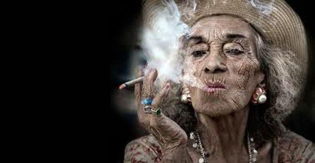 Людина, что палити Ніколи НЕ буде красивим