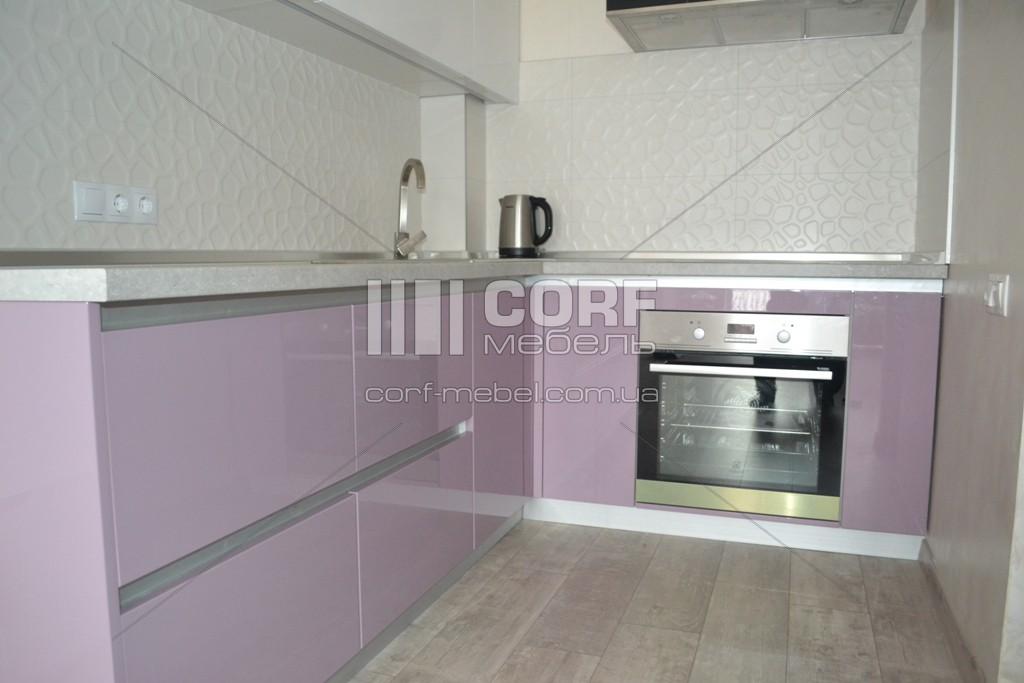 Угловая кухня кухня с подвесным пеналом