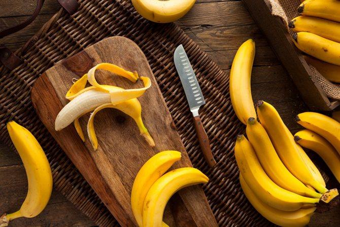 На фото показана віртуозна оброблення бананів