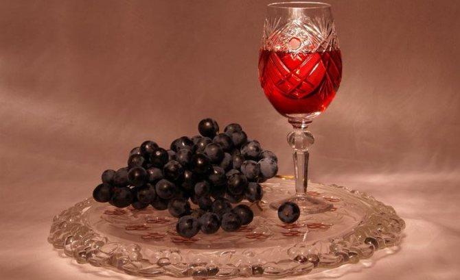 Настоянка з винограду