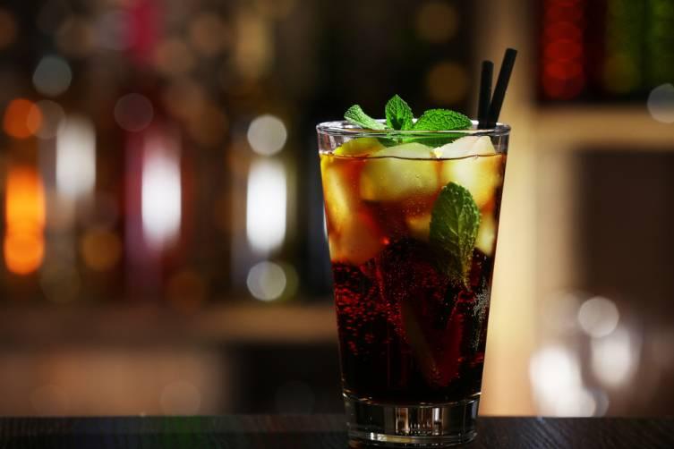Натщесерце алкоголь всмоктується в кров набагато швідше
