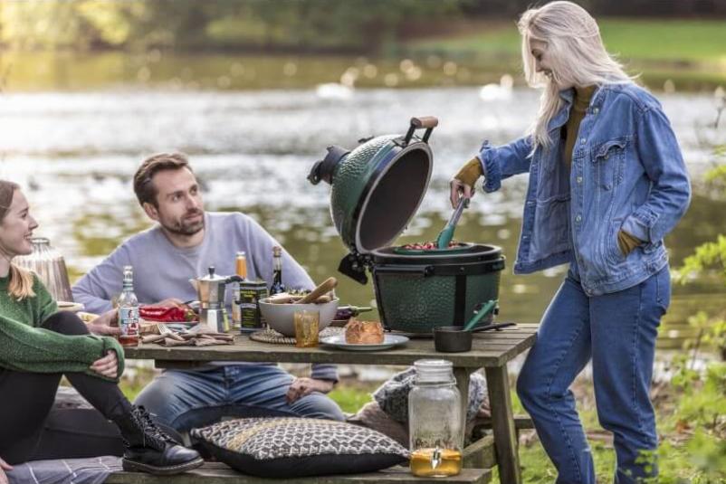 Простота и удобство приготовление еды на природе с керамическим грилем