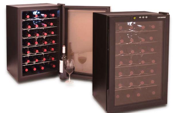 Відкриття вина с помощью штопора