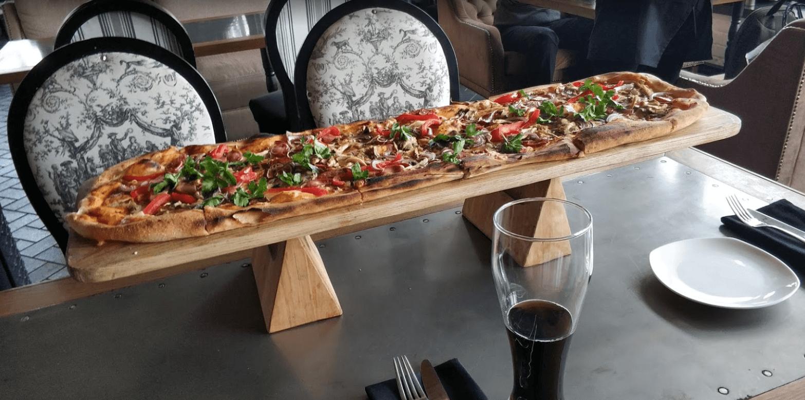 Метровая пицца от ресторана Мафия