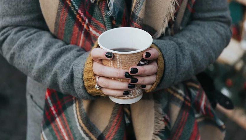 Теплий плед та кава