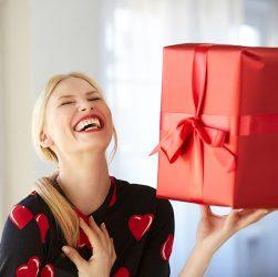 Подарок на юбилей: искусство выбора