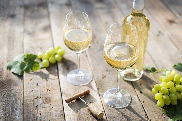 Користь і шкода білого вина