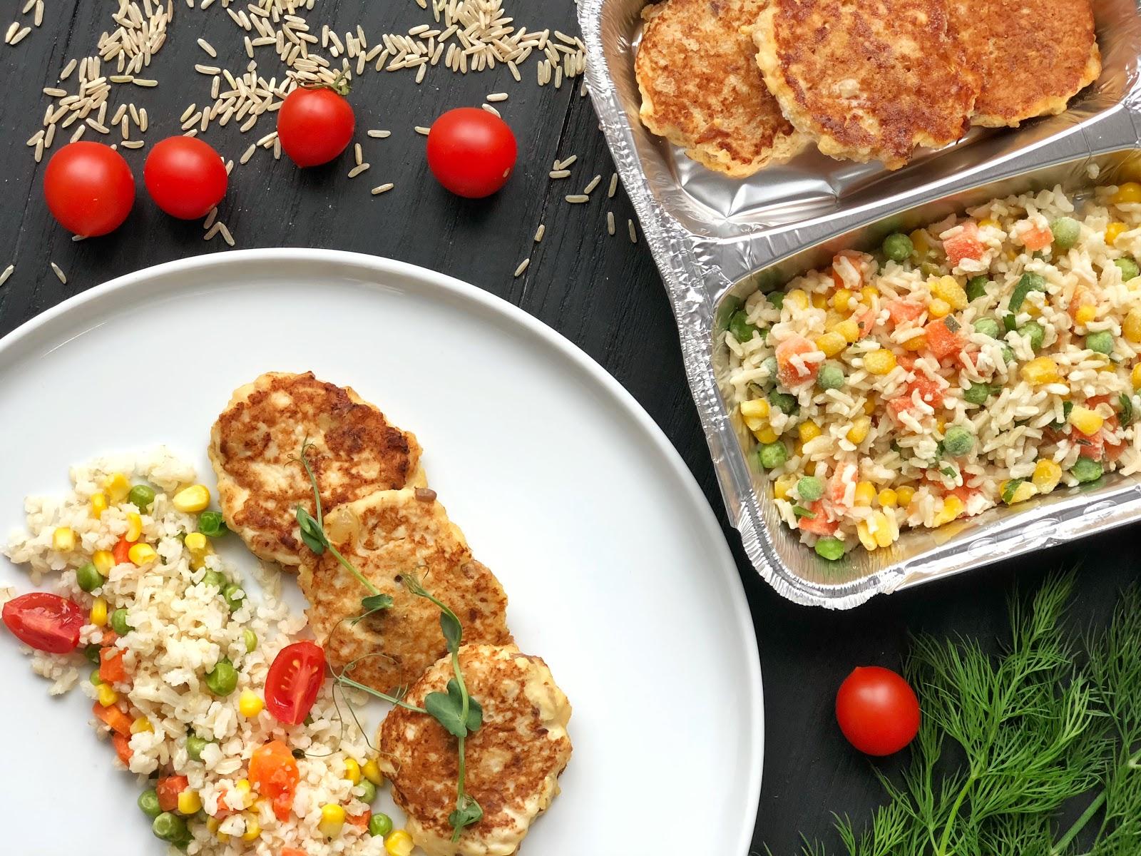 Рис с овощами + изысканные куриные оладьи с гранолой