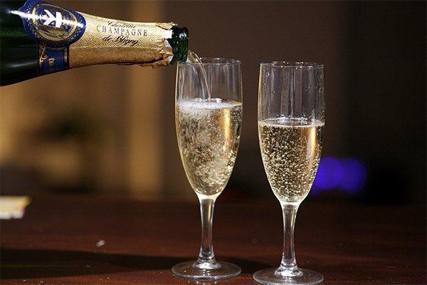 Правила подачі шампанського