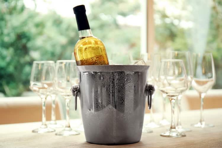 При якій температурі починає замерзати вино