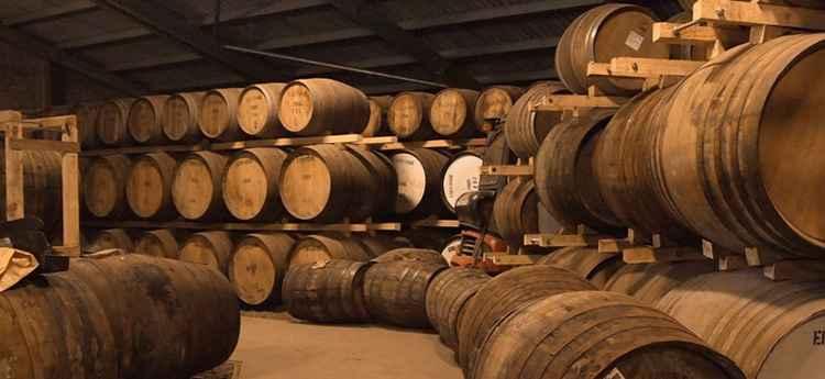 П'ята причина можливої гіркоти вина - перетримка в дубових бочках