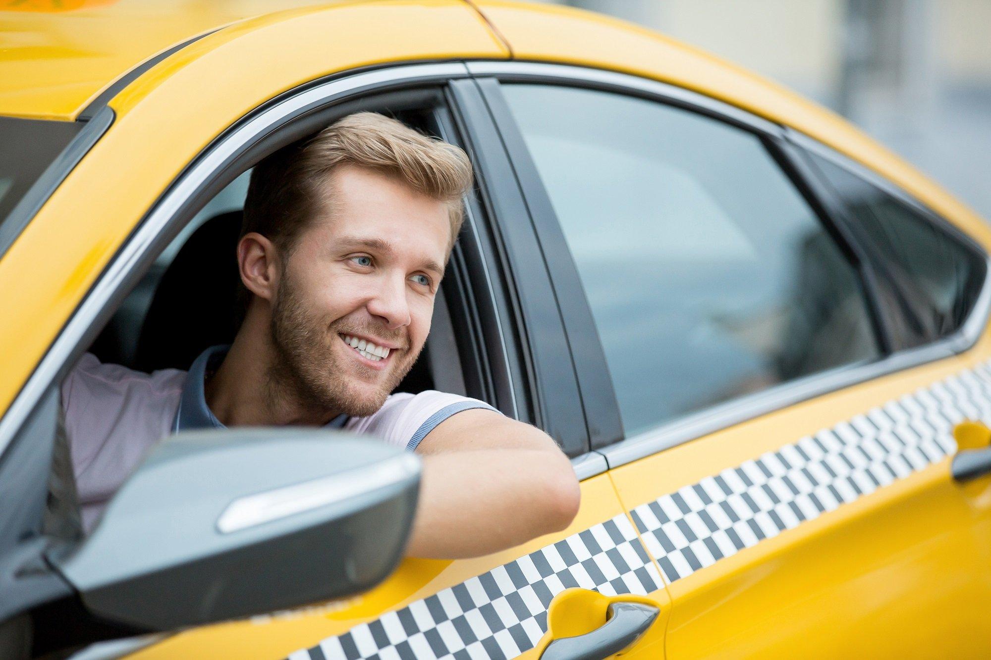 Особенности трудоустройства водителем с такси