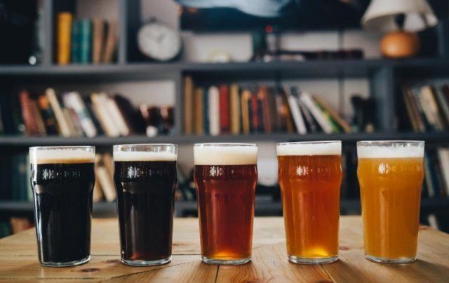різні сорти пива в келихах