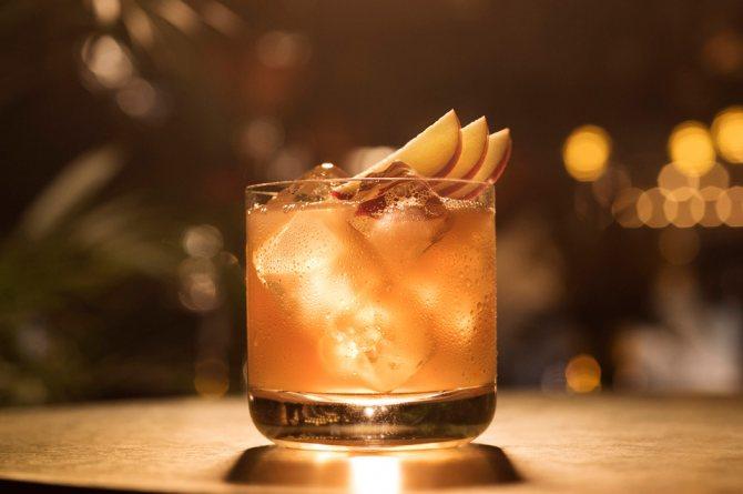 Ром з яблучно соком