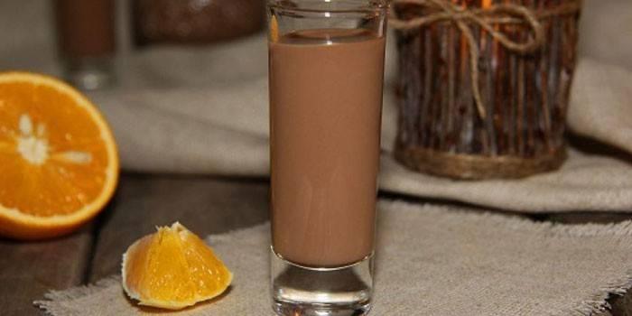 Чарка шоколадного лікеру Бейліз