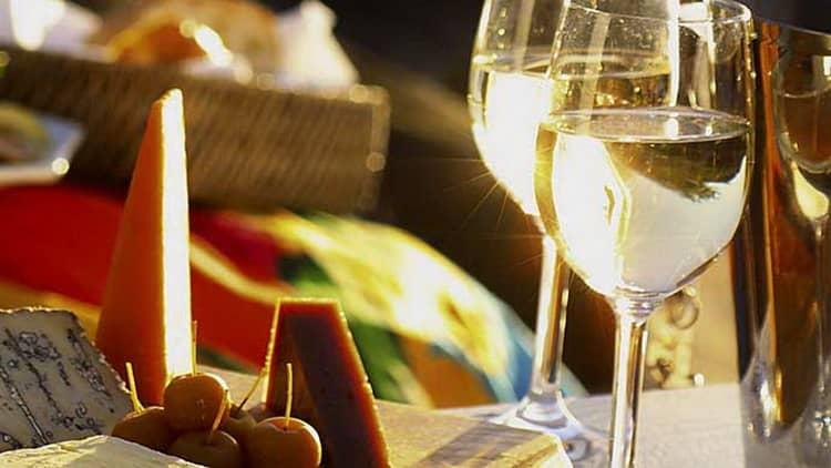 з Якими продуктами поєднується італійські напівсолодкі вино