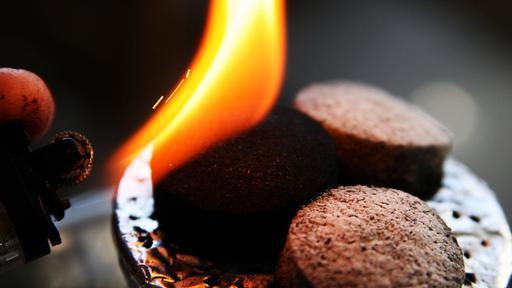 Саморазжігающіеся вугілля для кальяну.