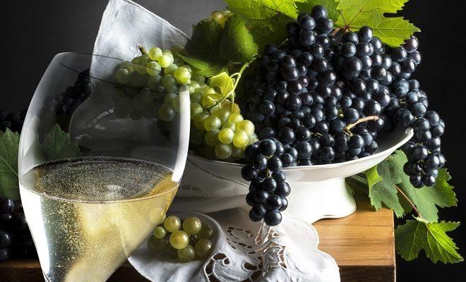 шампанське и виноград