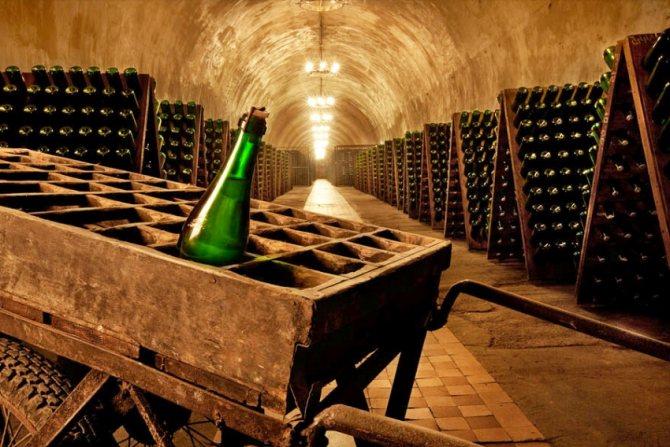 шампанське в льох Франции