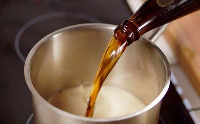 Тепле пиво від болю в горлі