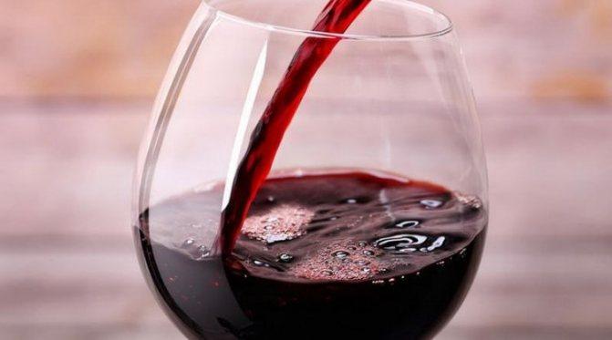 Дізнайтеся як слід правильно подавати абхазьке вино радеда