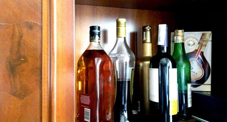 Важливо знати, скільки зберігається коньяк в закритій пляшці.