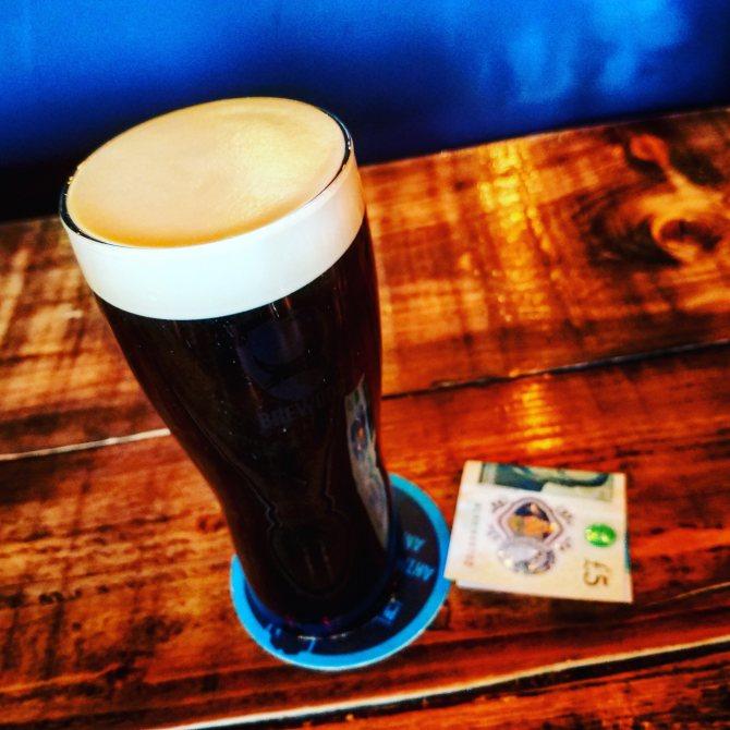 Види стаутів.  BrewDog Jet Black Heart.  Огляд пива.