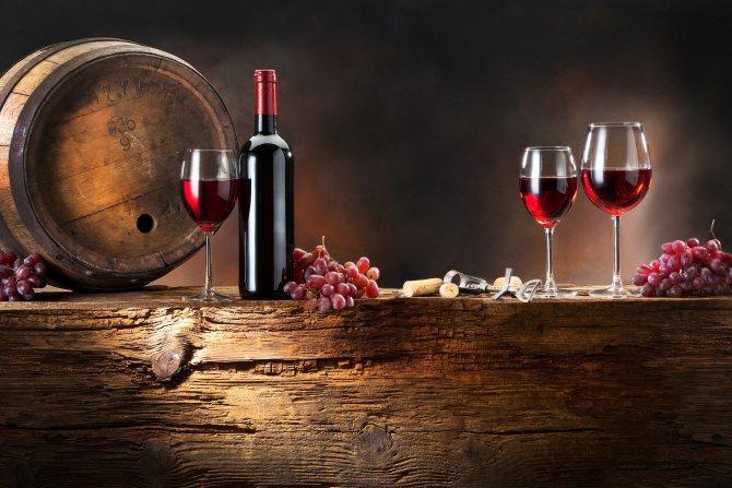 Вино вітрімують в дубових бочках