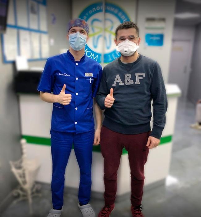 Сластливый пациент после посещения стоматологического центра Люми-Дент