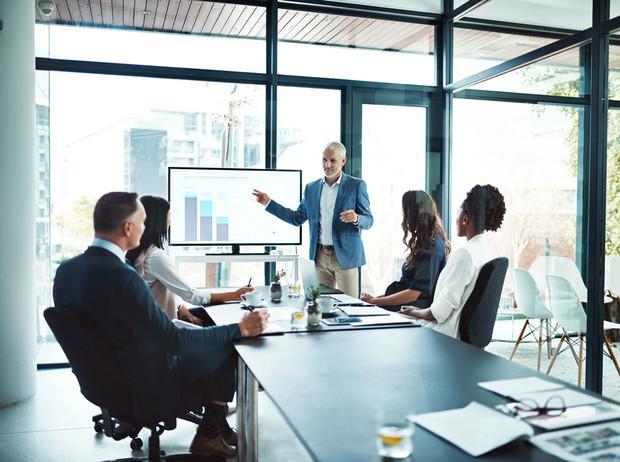 Мужская парфюмерия для успешных бизнес переговоров и деловых встреч